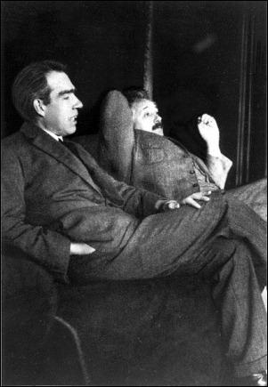414px-Niels_Bohr_Albert_Einstein_by_Ehrenfest